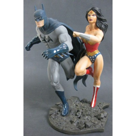 FIGURA BATMAN Y WONDER WOMAN